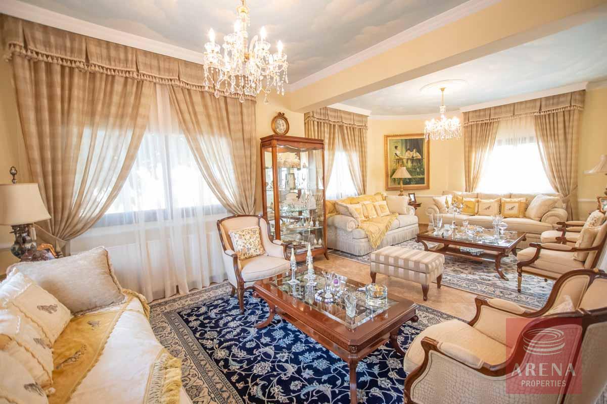Luxury Villa in Paralimni - sitting area