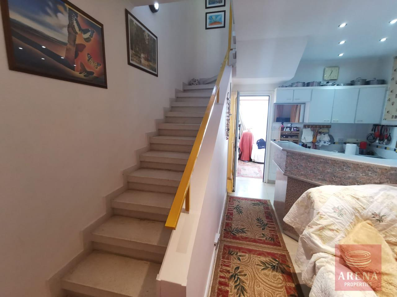 Townhouse in Meneou - stairs