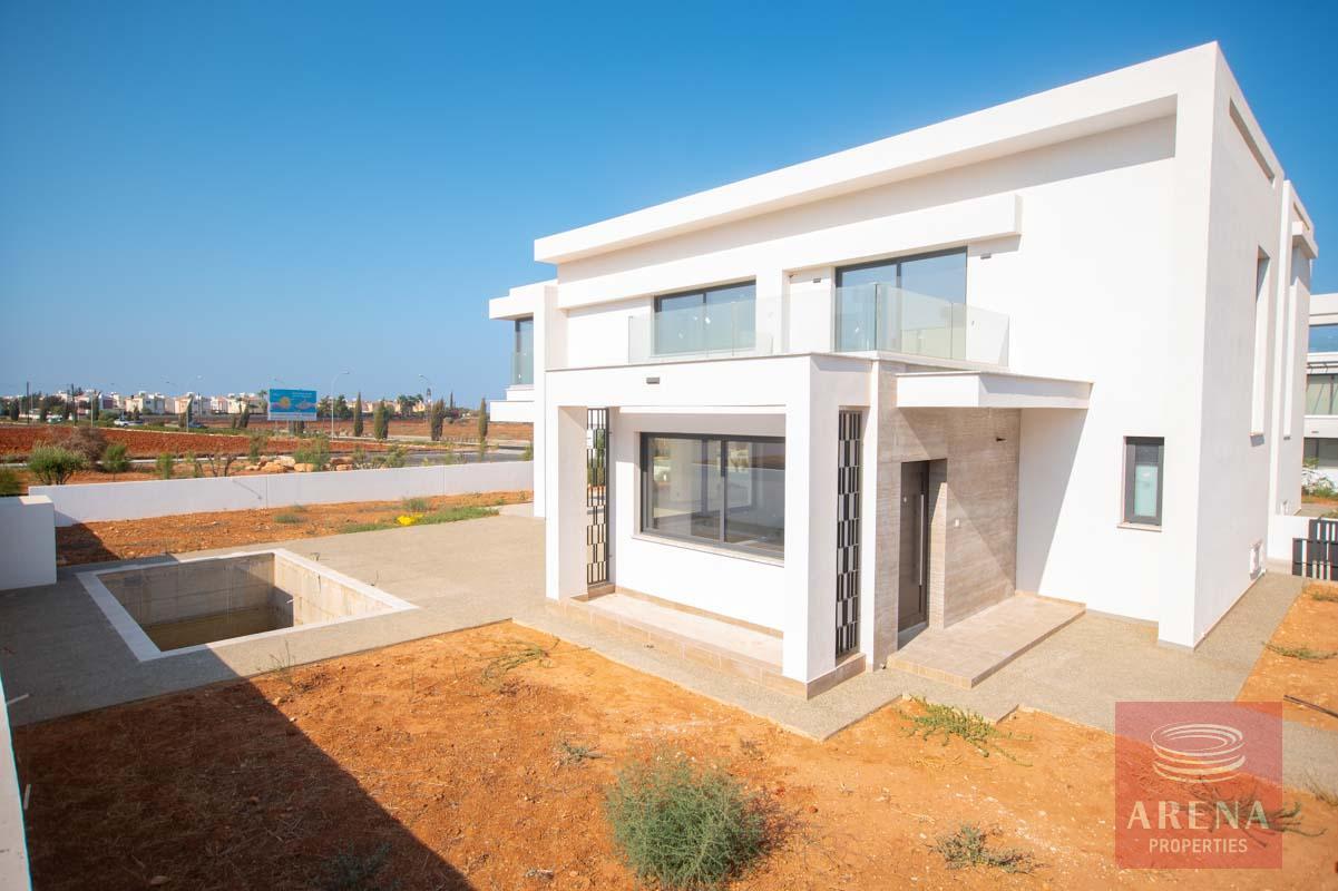 New 3 bed villa in Pernera