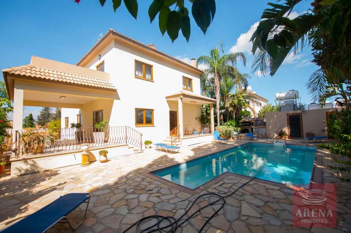 5 Bed Villa in Derynia