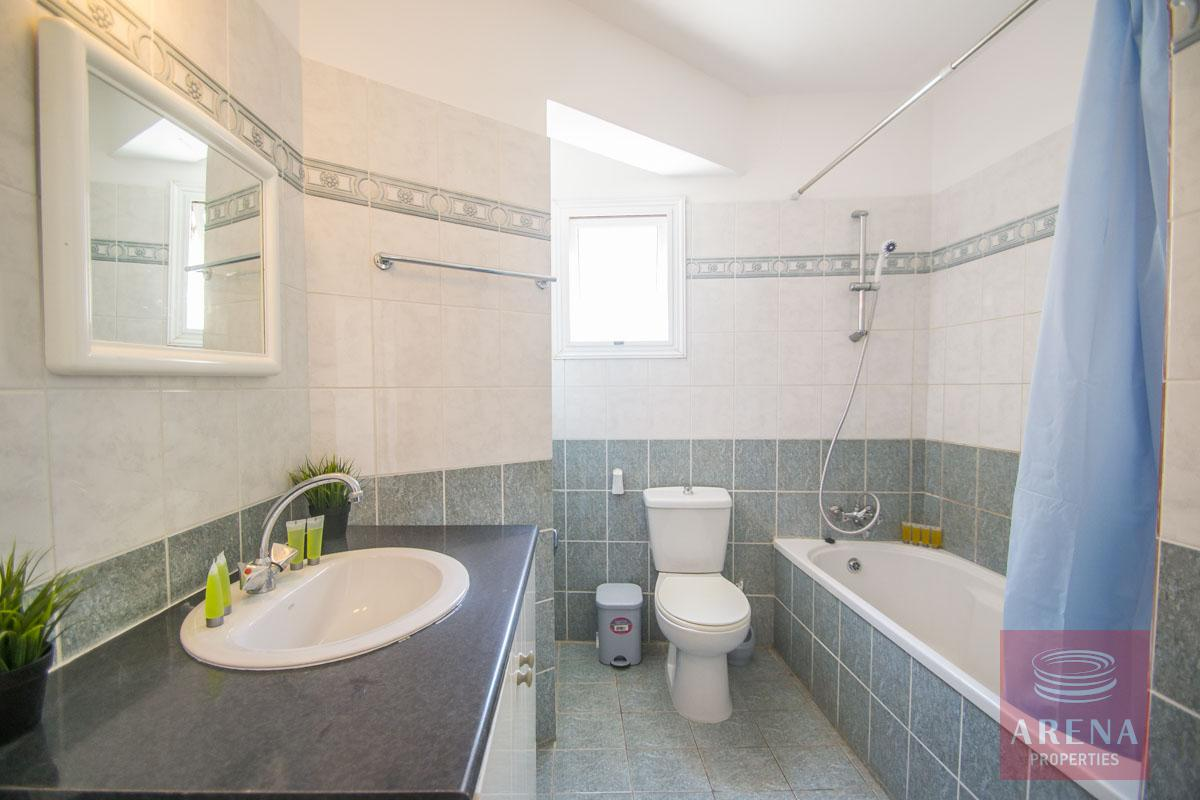 Flat for rent in Pernera - bathroom