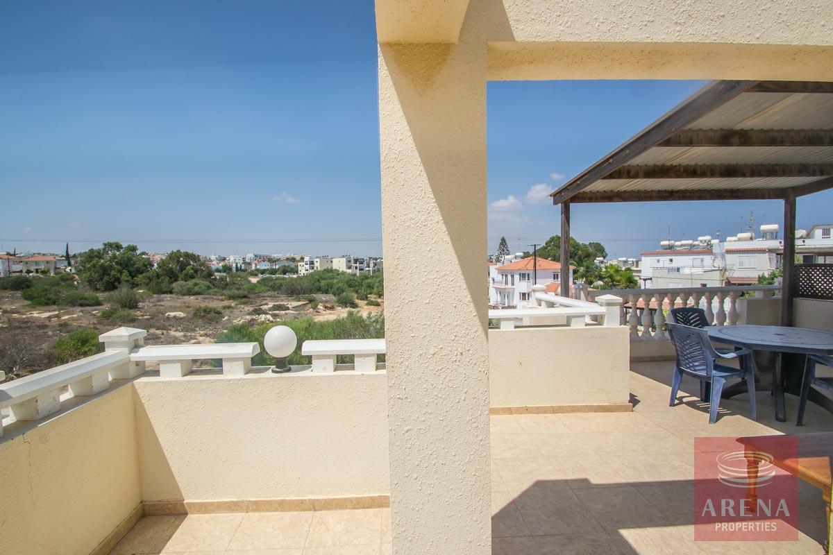 Flat for rent in Pernera - veranda