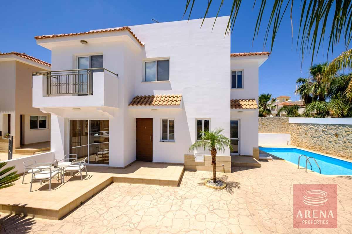Villa in Paralimni to buy