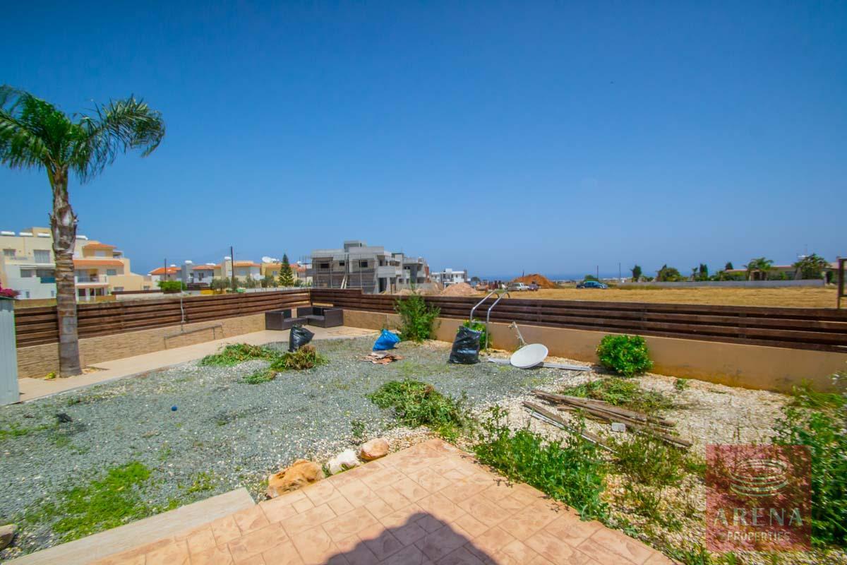 for sale villa in Paralimni - garden