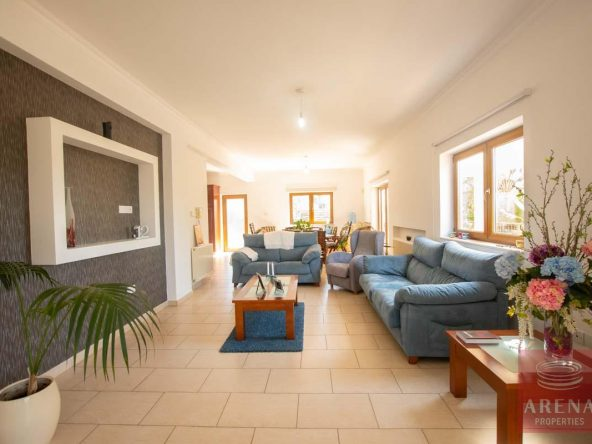 20-5-BED-villa-in-derynia-5777