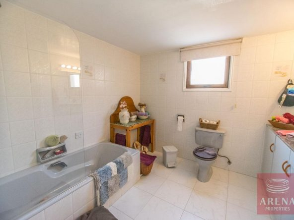 24-house-for-sale-in-achna-bathroom