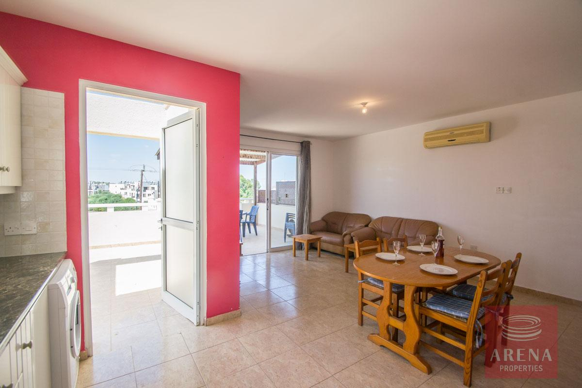 Flat for rent in Pernera - siting area