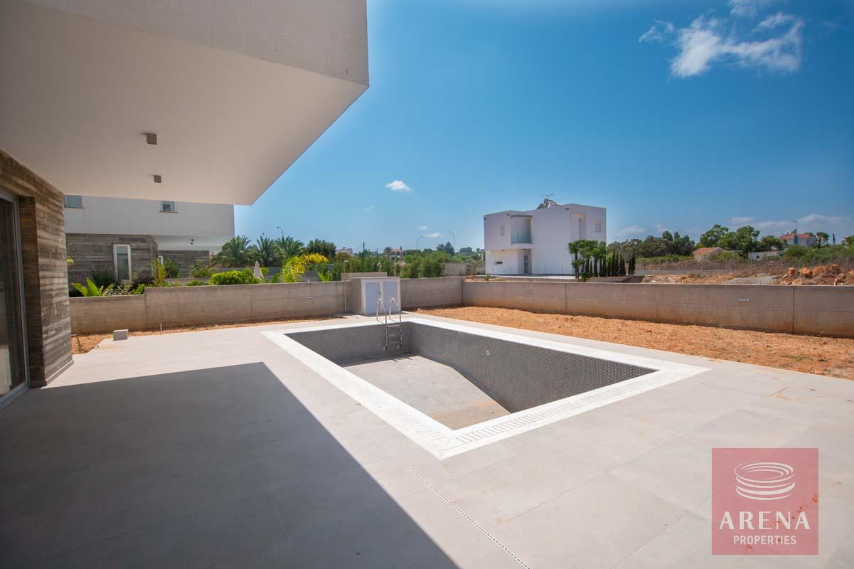 Property for sale in Pernera - swimming pool