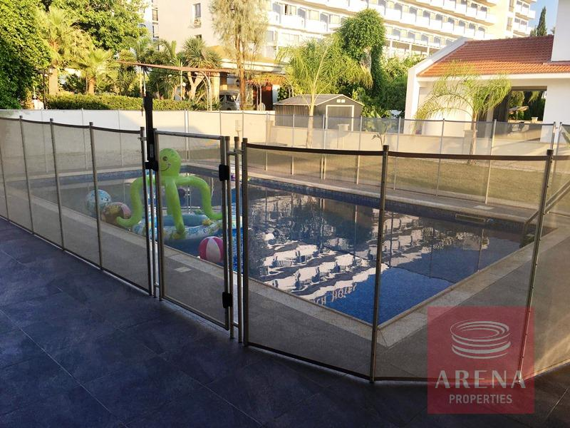 Villa in Dekelia - pool