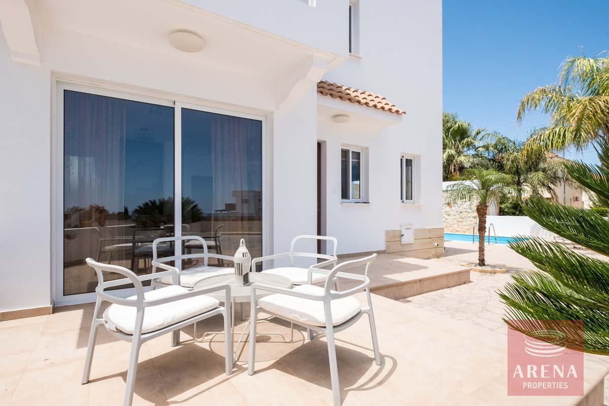 Villa in Paralimni for sale - veranda