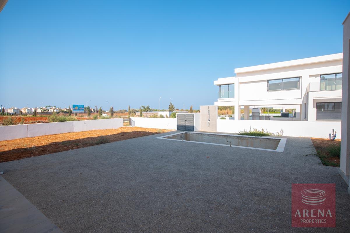 Brand New Villa in Pernera - pool