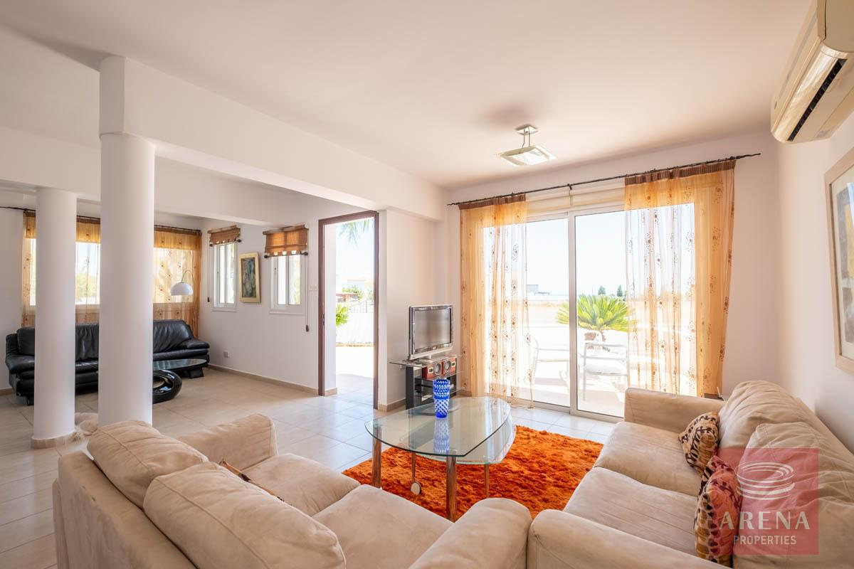 Villa in Paralimni for sale - sitting area