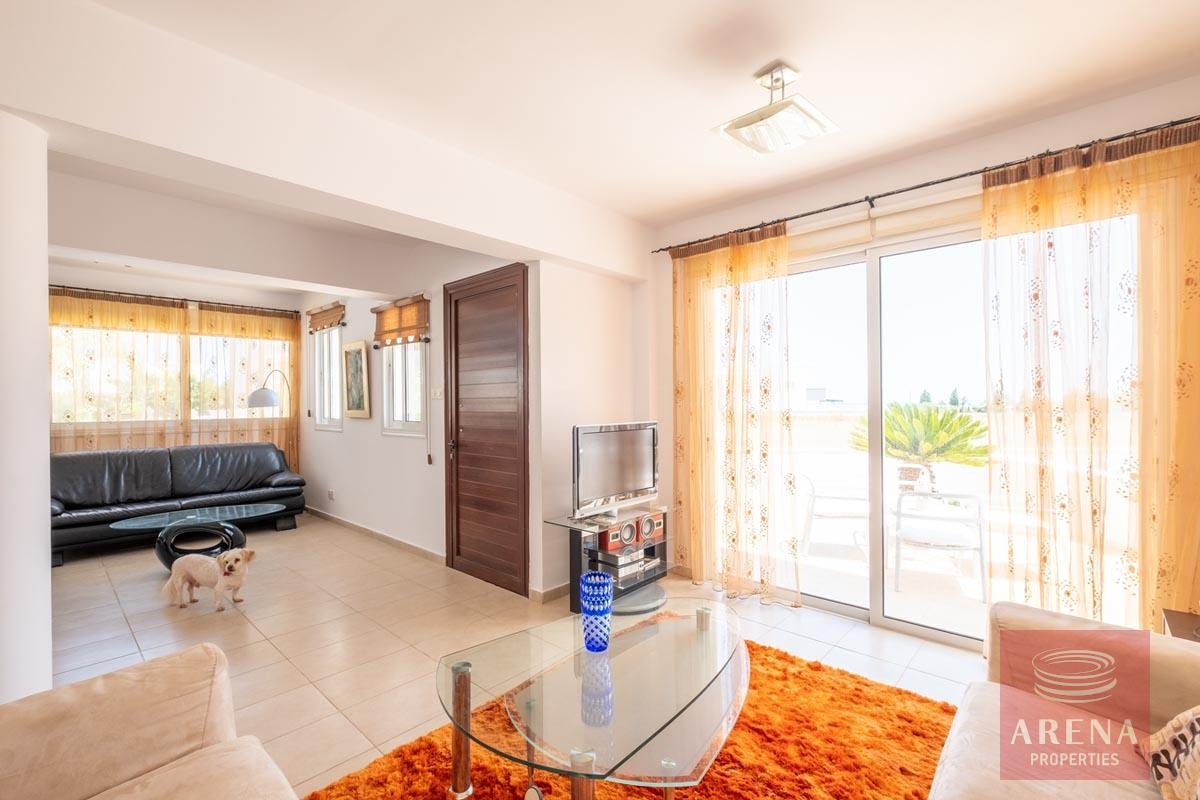 Villa in Paralimni for sale - living area