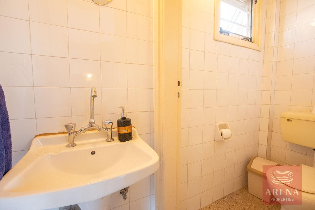 1 bed townhouse in paralimni - for rent - bathroom