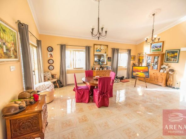 9-house-for-sale-in-achna-living-area
