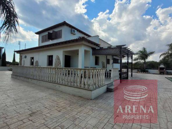 1-5-Bed-villa-in-Paralimni-5841