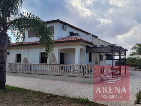 2-5-Bed-villa-in-Paralimni-5841