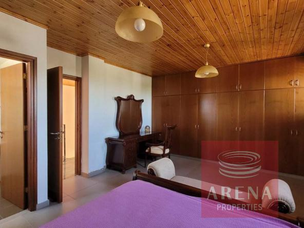 33-5-Bed-villa-in-Paralimni-5841