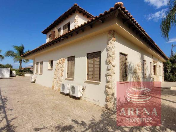 5-5-Bed-villa-in-Paralimni-5841