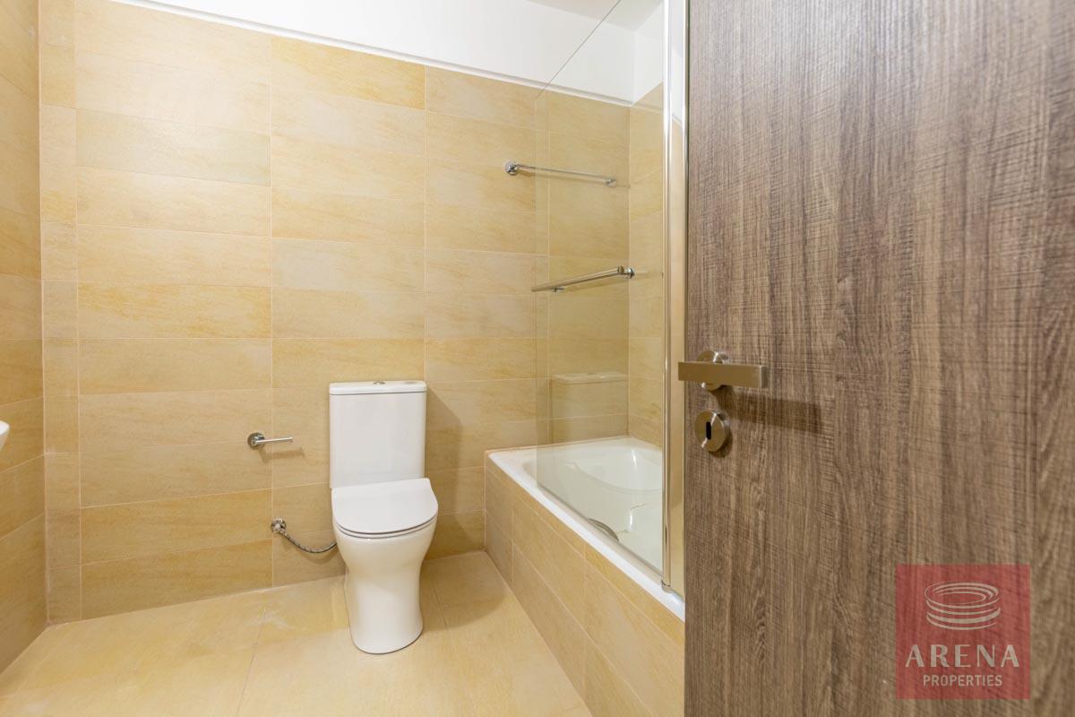 New 2 Bed Apt in Paralimni - bathroom